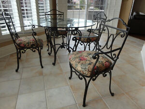 Four (4) Kitchen Chairs - $100.00 Total West Island Greater Montréal image 2