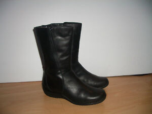 """"""""""" BLONDO """"""""-- near NEW winter boots -- fit for size  8.5 - 9 US"""