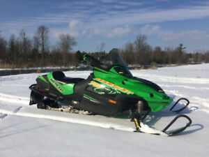 2005 Arctic Cat Sabercat 700 Snowmobile