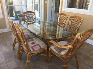 set de cuisine en rotin et verre, 6 chaises