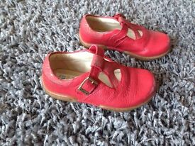 Girls Shoes Size 5 1/2 F Clarks