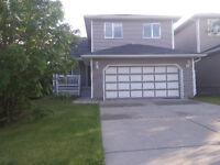 Comfortable 2 storey Family home in Macewan for RENT
