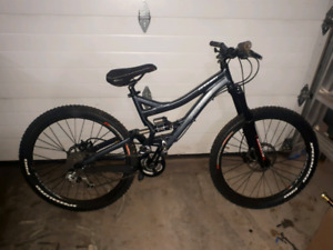 """2006 26"""" Specialized Enduro size small"""
