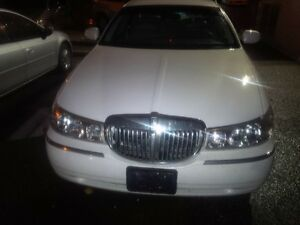 1999 Lincoln Town Car full load Sedan