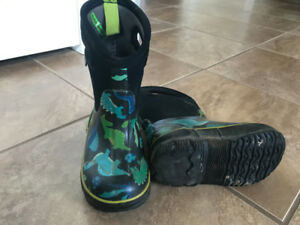 Boy's winter Boots - Sz 8