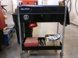 Blue point roll cart with locking drawer