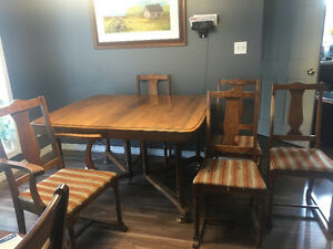 Antique table with 2 leafs and 5 chairs