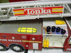 32 POUCES de LONG !  camion de pompiers TONKA mais ...
