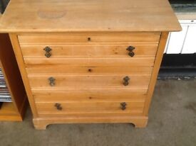 Pine 3 draw chest