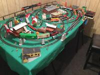 4 trains HO sur montage  42 x 76 facilement transportable.