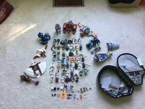 54 Lego minifigures + accessories