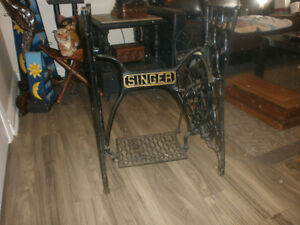 Desk antique singer sewing machine base London Ontario image 3