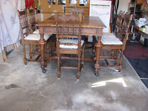 LATE 1800's SOLID OAK DINING ROOM TABLE & 6 CHAIRS Prince George British Columbia image 4