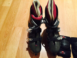 ROLLER BLADES, SIZE 6 1/2-7 WITH KNEE, ELBOW, HAND PROTECTION West Island Greater Montréal image 4