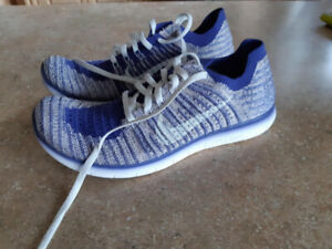 7ad3dd74714e Nike Free Run Flyknit Running Shoes - Size 5.5 Womens  7 Youth