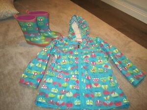 Matching Rubber Boots (size 7/8) and Raincoat - Size 3T