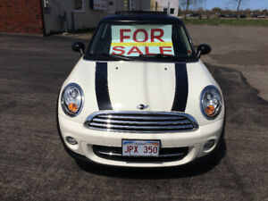 2012  MINI COOPER BAKERS STREET EDITION   36,500 km!!