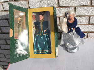 2 COLLECTIBLE  BARBIE  DOLLS 1 NEVER OUT OF BOX  LOOK !!!!!!