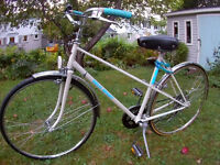 Women's Vintage Touring Bicycle. Excellent Condition!