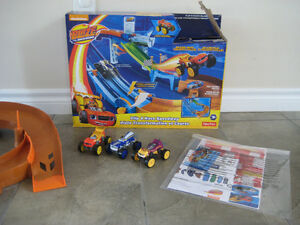 Fisher-Price Nickelodeon Blaze Flip and Race Speedway