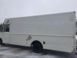 18ft 2007 Step Van / Food Truck / UPS FED EX TRUCK 246,000KM