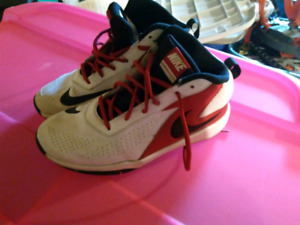 Nike basketball shoes size 5