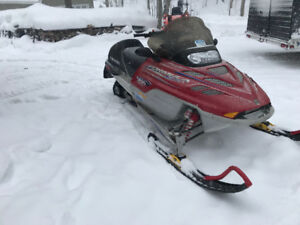 Skidoo Formula Deluxe with E start and reverse, suspension