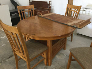 Table and 4 chairs Belleville Belleville Area image 1