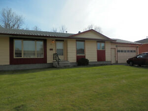 Yorkton, SK, 4 Bedroom, Large Lot, Garage, Den, Rec Room