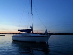 1988 26D Macgregor sailboat with 9.9 and dual axl trailer