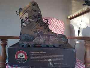 Mens hunting boots size 10 E2