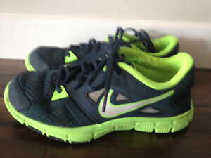 Nike runners kids size 5.5