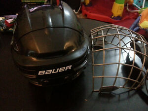 YOUTH ICE HOCKEY HELMET size M with cage