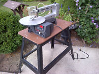 Dremel 1695 scroll saw with stand.