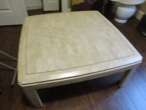 Coffee table looking like marble off white in excellent conditio