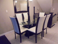 Beautiful Dinning Table with 6 Chairs