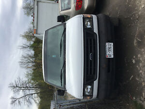 2003 Ford E-350 Minivan, Van *SELLING AS IS*