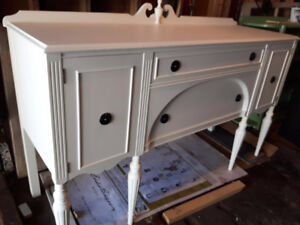 GORGEOUS  WHITE CHALK PAINTED BUFFET SIDEBOARD DRESSER