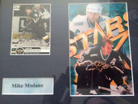 Signed Mike Modano hockey card