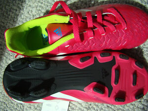 BNIB ADIDAS SOCCER SHOES SIZE 2 FOR GIRLS AGES 6 - 9 HOT PINK Regina Regina Area image 7