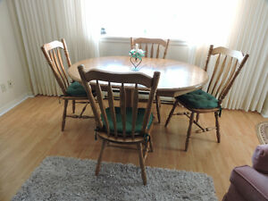 Oak pedestal dining tale with 4 chairs and 3 leafs