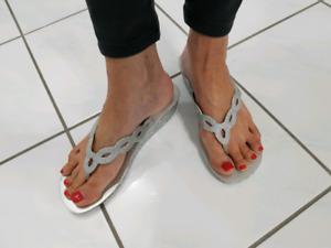 Sandals, silver w/bling, sz 7.5