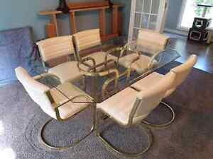 Glass dining table with 6 matching leather chairs
