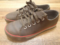 BRAND NEW KEEN SHOES (size 8)