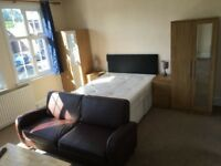 Stunning DOUBLE Room available for Quick move / PINNER - £150 / WEEK