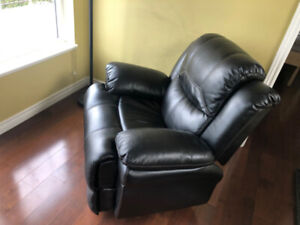 Mint Black Power Recliner