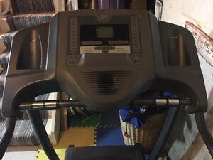 Horizon folding Treadmill with incline