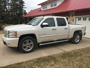 2012 Chevrolet C/K Pickup 1500 White Pearl  LTZ Pickup,25700kms.