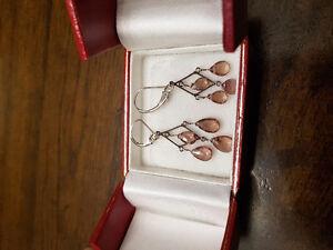 14kt White Gold Garnet Earrings