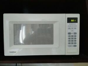 Goldstar microwave oven, white, very clean